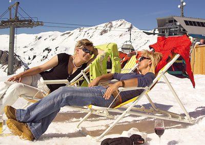 gemütlich-im-winter-urlaub-skigebiet-berg-gasthof-elsenalpstube-in-damuels-faschina